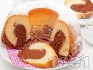 Рецепта Цветен пухкав кекс / сладкиш с какао